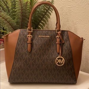 Michael kors medium size monogram handbag